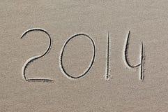 Neues Jahr 2014 geschrieben in Sand Stockfotos