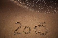 Neues Jahr 2015 geschrieben in Sand Lizenzfreies Stockfoto