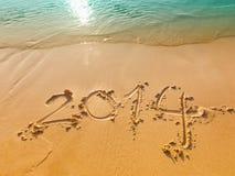 Neues Jahr 2014 geschrieben in Sand auf den Strand Stockfotografie