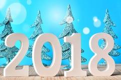 Neues Jahr Neues 2017 Glückliches neues Jahr 2018 Zahlen auf blauem Hintergrund Stockfotos