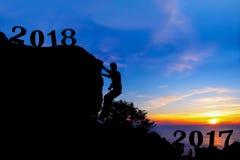 Neues Jahr 2018 mit dem Mann, der auf dem Berg klettert Stockfoto