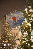 Neues Jahr in Moskau Bäume nahe dem Gummi Stockfotografie