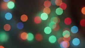 Neues Jahr ` s bokeh Neues Jahr Bokeh von den Lichtern einer Girlande Die Leuchten sind eingeschaltet Festliche Stimmung Abstrakt stock video
