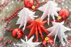 Neues Jahr ` s Dekorationen, helles Rotes und weiß Lizenzfreie Stockfotos