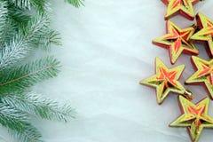 Neues Jahr ` s Dekorationen, Rot, Grün, Gold und Weiß Stockfoto