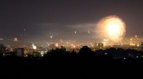Neues Jahr ` s Eve Fireworks Varna Bulgaria Stockfoto