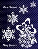 Neues Jahr ` s oder Weihnachtsspielzeug hergestellt von den Schneeflocken mit Band und Bogen Stockfotos