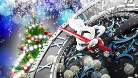 Neues Jahr ` s um Mitternacht - alte Uhr mit Sternschneeflocken und -Lichterkette stock footage