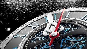 Neues Jahr ` s um Mitternacht - alte Uhr mit Sternschneeflocken und -Lichterkette lizenzfreie abbildung