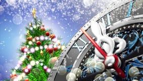 Neues Jahr ` s um Mitternacht - alte Uhr mit Sternschneeflocken und -Lichterkette 4K stock footage