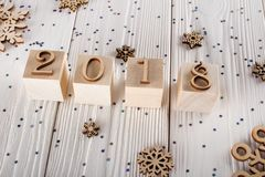 Neues Jahr ` s Verwirrung Das Chaos von Schneeflocken Neues Jahr 2018 der Landschaft Paillettesterne lizenzfreie stockfotografie