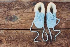 2017 neues Jahr schriftlich Spitzee von Kind-` s Schuhen Lizenzfreie Stockfotografie