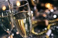 Neues Jahr: Sprudelndes Champagne To Toast The New-Jahr Stockbild