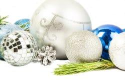 Neues Jahr und Weihnachtszusammensetzung mit Tannenbaumast, beautif stockbild