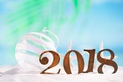 neues Jahr von 2018 Buchstabezahlen auf Strand Stockfotos