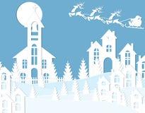 Neues Jahr-Weihnachten Ein Bild von Santa Claus und Rotwild Schnee, Mond, Bäume, Häuser, Kirche Landschaft herausgeschnitten vom  Stockbild