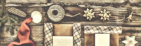 Neues Jahr, Weihnachten, Feiertag, Gegenstände für verpackende Geschenke Pakete und Geschenke für das neue Jahr Lizenzfreie Stockfotos