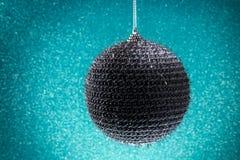 Neues Jahr Weihnachten Runde silberne Weihnachtsspielwaren auf einem glänzenden Lizenzfreie Stockbilder