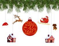Neues Jahr-Weihnachten Verschiedene Spielwaren, die an den Fichtenzweigen, Sankt auf Pferdeschlitten, Sankt-Hut, Rotwild, Häuser, Stockfoto