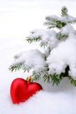 Neues Jahr Weihnachtsrotes Herz im Schnee Lizenzfreies Stockfoto