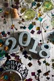 Neues Jahr: Winkliger NYE Tabletop With Champagne 2018 Stockfotografie