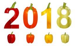 2018 neues Jahr Zwei tausend achtzehn feiertage Zahlen werden vom bunten Gemüsepaprikapaprika gemacht, der auf einem Weiß lokalis Lizenzfreie Stockbilder