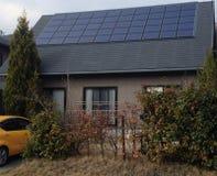 Neues japanisches Haus mit Solar Stockbilder