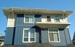 Neues modernes Haus-Ausgangsblau Lizenzfreies Stockbild