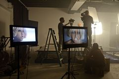 Neues Musikvideo Kat-DeLuna möchten Sie sehen zu tanzen lizenzfreie stockbilder