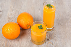 Neues Orange und Ingwer Smoothiegetränk Stockbild