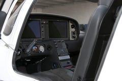 Neues Pendler-Fluggast-Turbo-Stütze-Flugzeug-Cockpit stockbild