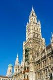 Neues Rathaus και Frauenkirche στο Μόναχο, Βαυαρία, Γερμανία Στοκ Φωτογραφία