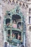 Neues Rathaus carillion在慕尼黑,德国 免版税库存照片
