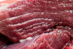 Neues Rindfleischstück in der Nahaufnahme lizenzfreie stockbilder