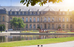 Neues Schloss新的城堡 18世纪的宫殿在巴洛克式的样式的在德国,斯图加特 图库摄影