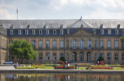 Neues Schloss新的城堡 18世纪的宫殿在巴洛克式的样式的在德国,斯图加特 免版税图库摄影