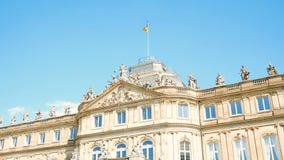 Neues Schloss atrás da fonte, domicílio do Ministério das Finanças, palácio no quadrado de Schlossplatz, Estugarda video estoque