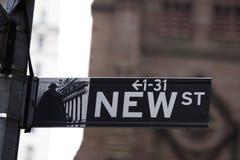 Neues Straßenschild stockbilder