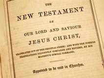 Neues Testament in einer antiken Bibel. Stockfotografie