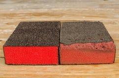 Neues und benutztes Sandpapier Stockbild