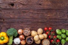 Neues und gesundes organisches Gemüse und Lebensmittelinhaltsstoffe stockfoto