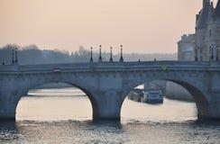 neuf巴黎pont 图库摄影