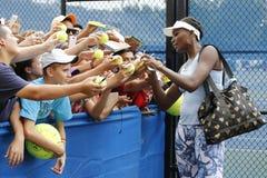 Neuf autographes de signature de Venus Williams de champion de Grand Chelem de périodes après la pratique pour l'US Open 2014 Photos libres de droits