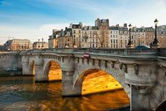 Neuf de Pont, Ile de la Cite, Paris. Images stock