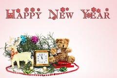 An neuf heureux Composition de Noël D'isolement sur le blanc Cerfs communs de Noël avec la vieille horloge de déplacement et Sant photo libre de droits