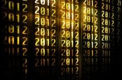 An neuf heureux d'or 2012 avec le fond d'or Image libre de droits