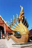 Neuf naga principaux ont monté sur l'échelle dans le temple thaïlandais Photo libre de droits