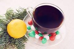 An neuf Noël ma version de vecteur d'arbre de portefeuille mandarine Thé chaud Fond blanc Image stock