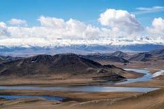 Neuf tours et dix-huit courbures de rivi?re de Kaidu dans Bayanbulak au printemps photos libres de droits
