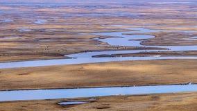 Neuf tours et dix-huit courbures de rivi?re de Kaidu dans Bayanbulak au printemps images stock